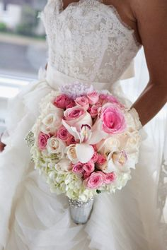 Classic and romantic #wedding #bouquet ~ Photographer: Sophimage Photographie, Floral Design:  Luluthia | bellethemagazine.com