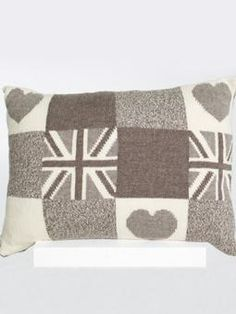 Union Jack Heart Grid Large Cushion    Free Knitting Pattern - Amy would love this!