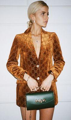 Interesting outfit with a blazer Fashion Killa, Look Fashion, High Fashion, Fashion Outfits, Womens Fashion, Fashion Trends, Gucci Fashion, Velvet Fashion, Couture Fashion