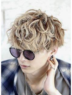 スパイキーマッシュ Permed Hairstyles, Cool Hairstyles, Androgynous Hair, Asian Men Hairstyle, Japanese Men, Grunge Hair, Perms, Cut And Color, The Heat