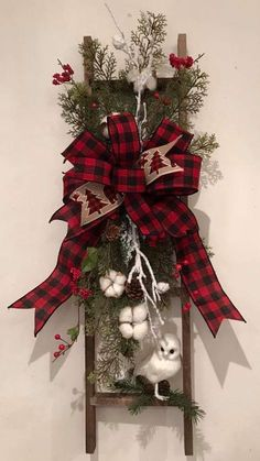 Easy and Simple Christmas Decorations - Christmas Decorations - noel Decoration Christmas, Christmas Design, Xmas Decorations, Christmas Projects, Christmas Fun, Vintage Christmas, Christmas Wreaths, Simple Christmas Crafts, Country Christmas Crafts