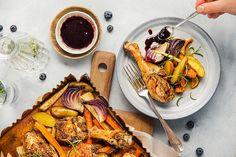 ovnsbakt kylling med blåbærsaus Chicken Wings, Drink, Meat, Food, Beverage, Meals, Drinking, Yemek, Drinks
