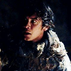 someone who loves you bellamy was the last familiar face clarke saw before leaving. and now he's also the first
