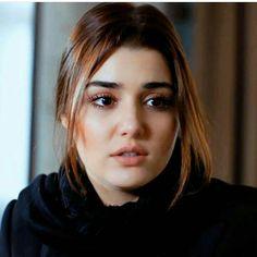 Sad Alone, Lovers Kiss, Hayat And Murat, Hande Ercel, Turkish Beauty, Turkish Actors, Hand Henna, Most Beautiful Women, Actresses