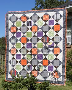 """Halloween quilt by Quilted Delights: 2015 Halloween Haunts Blog Hop.  Based on the Schnibble pattern """"Brocante"""" by Miss Rosie's Quilt Co."""