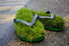 Synthetic Grass Flip Flops. Get the feeling of walking barefoot on grass. Anywhere. Anytime.