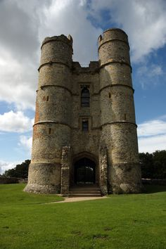 Donnington Castle, England by Ulli1105 - Own work. Licensed under CC BY 3.0 via Wikimedia Commons