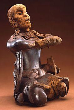 Dignitaire agenouillé, Mexique ou Guatemala, Maya, Classique Ancien (500-600), provient de la frontière entre les états de Tabasco et du Petén. New York, MET. Rare sculpture maya en bois et en ronde-bosse.