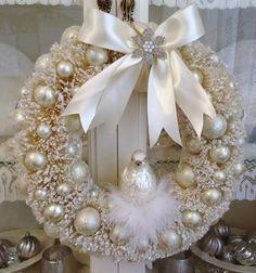 bota natalina em gesso | Flores de y ramas hacen un todo para la corona