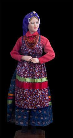 Семейская крестьянка в праздничном костюме. Liwing doll, натуральные ткани, тесьма, волосы из шерсти козы. 2008 год. Тихонова Мария (Иркутск)