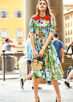 Discover the new Dolce & Gabbana Women's All The Lovers Collection for Summer 2018 and get inspired. Modest Summer Fashion, Summer Fashion For Teens, Summer Fashion Outfits, Women's Fashion Dresses, Dolce & Gabbana, Nyc Fashion, Womens Fashion, Stylish Dress Designs, Princesa Diana