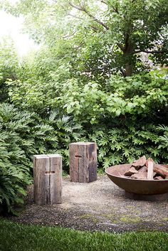 Angelina Fire Pit by Robert Plumb pictured with the Sleeper Stools. Angelina Fire Pit by Robert Plumb pictured with the Sleeper Stools. Garden Fire Pit, Fire Pit Backyard, Backyard Garden Design, Backyard Landscaping, Backyard Ideas, Fire Pit Video, Cinder Block Fire Pit, Diy Outdoor Fireplace, Fire Pit Essentials