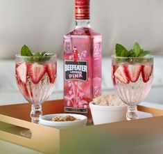 Beefeater Pink - Our Gin - Beefeater Gin Gin Recipes, Gin Cocktail Recipes, Refreshing Drinks, Yummy Drinks, Yummy Food, Bebida Gin, Strawberry Gin, Banana Milkshake, Pink Drinks