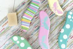 Kesätuliainen mökkivierailulle! Koristele juuriharja sateenkaaren värein tai suloisilla perhosilla.