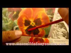Como pintar un pensamiento en goma eva paso a paso/how to paint eva foam pansy flower - YouTube