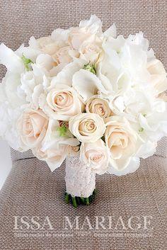 buchet de mireasa cu dantela si trandafiri capucino si hortensia