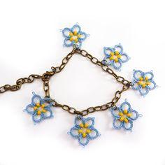 tatted bracelet - inspiration for the daisy bracelet I've always dreamed of.