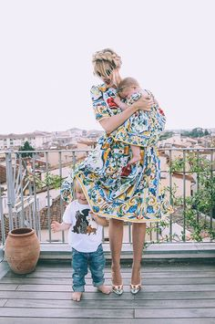 D&G Family - Barefoot Blonde by Amber Fillerup Clark Amber Fillerup Clark, Pam Pam, Barefoot Blonde, Vogue, Mom Daughter, Mother And Child, Mommy And Me, Gucci, Ideias Fashion