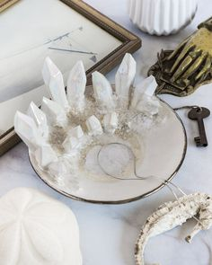 Resin Art, Clay Art, Diy Jewelry Holder, Diy Resin Crafts, Jewelry Dish, Candle Making, Design Your Own, Flower Art, Hand Carved