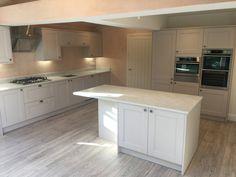 Howdens burford stone kitchen Kitchen Inspirations, Kitchen Worktop, Kitchen Flooring, Open Plan Kitchen Living Room, Kitchen, Shaker Kitchen, Kitchen Design, Updated Kitchen, Kitchen Renovation