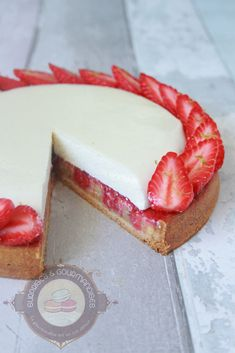 Ramadan Recipes 10786 Strawberry, vanilla and almond dessert tart - Surprises and delicacies Sweet Desserts, Sweet Recipes, Dessert Recipes, Dessert Aux Fruits, Desserts Fruits, Patisserie Fine, Butter Pound Cake, Bakery Decor, Ramadan Recipes