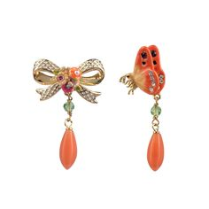Collection Irrésistibles Noeuds http://shop.lesnereides.com/earrings/2937-asymetric-post-earrings-irresistibles-noeud-knot-and-butterfly-3700377793792.html