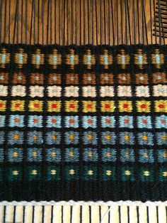 Interesting use of Krokbragd. Ravelry: Rigid Heddle Looms discussion topic - OCT 2019 - KROKBRAGD Fabric Beads, Weaving Patterns, Loom Weaving, Woven Rug, Rug Making, Rug Runner, Fiber Art, Lily, Textiles