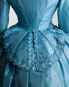 Blue silk wedding dress of Jeannette Forrester Renton, 1872 - back detail view - courtesy of Peabody Essex Museum Victorian Gown, Victorian Fashion, Vintage Fashion, Victorian Costume, Historical Costume, Historical Clothing, Vintage Dresses, Vintage Outfits, Vintage Hats