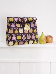 """burda style, Stoff - Einen ganzen Multivitamincocktail können Sie mit dem Stoff """"Äpfel und Birnen"""" mit nach Hause nehmen. Birnen und Äpfel mal ganz, mal aufgeschnitten und immer zum Anbeißen. Foto: Jan Schmiedel"""