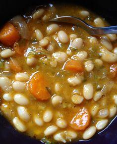 White Bean Soup (Fasolada) – For the Love of Feeding Bean Soup Recipes, Veg Recipes, Greek Recipes, White Bean Recipes, Yummy Recipes, Recipies, Yummy Food, Healthy Recipes, White Bean Soup