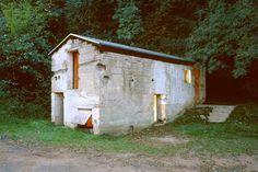 Stefanie e Martin Naumann dello studio Naumann Architektur di Stoccarda, ha riconvertito in uno showroom una vecchia stalla risalente al 1780