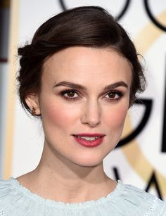 Keira Knightley, Lover of Messy Hair and a Smoky Eye, Is a Master of Effortless Red Carpet Beauty Maquillaje Glam Natural, Natural Glam Makeup, Glam Makeup Look, Pretty Makeup, Beauty Makeup, Makeup Looks, Hair Beauty, Red Carpet Makeup, Red Lip Makeup