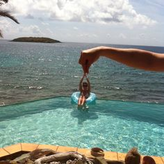 Forced Perspective Photography - Photo trick @ St. John Island