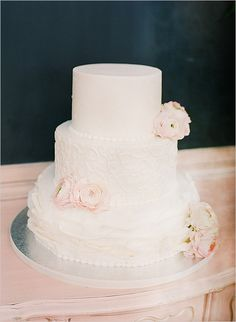 Pink and white wedding cake @weddinghicks