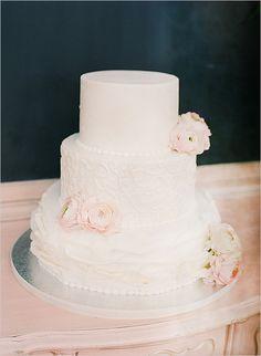 Pink and white wedding cake @weddinghicks