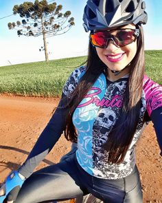 Very beautiful! Bicycle Women, Road Bike Women, Bicycle Race, Bicycle Girl, Mtb Bike, Races Outfit, Female Cyclist, Women's Cycling Jersey, Cycling Girls