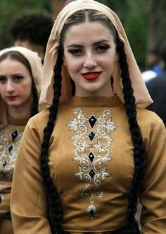 Beautiful People, Most Beautiful, Beautiful Women, Traditional Fashion, Traditional Dresses, 3d Foto, Costumes Around The World, Tribal People, Turkish Beauty