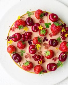 """10.6 k mentions J'aime, 84 commentaires - Maja Vase (@majachocolat) sur Instagram : """"I can't wait to share this summery strawberry tart with you ❤️ Find the recipe in the next issue…"""" Shared by Where YoUth Rise."""