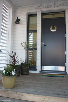 Kick plates are a inexpensive way to dresses up the front door Diy Garden, House Design, Outdoor Decor, Decor, Curb Appeal, Diy Garden Decor, Entrance, Back Doors, House Exterior