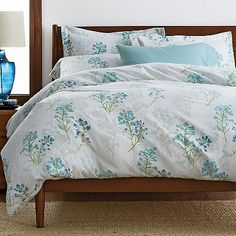 Flannel duvet & sham set made from weighty 6-oz. German flannel, brushed to an ultra-soft hand. Patterned with an elegant tossed floral.
