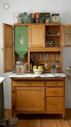 Hoosier cabinet Yes Yes.Mom used one like this till Dad finally finished building/carpentry for Kitchen Cabinets. Loved the built-in 50 lb. flour bin with sifter attached. Modern kitchens should have the same and start baking again! Old Kitchen, Kitchen Cupboards, Country Kitchen, Kitchen Dining, Kitchen Decor, Kitchen Dresser, Wooden Kitchen, Vintage Decor, Vintage Furniture