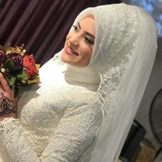 Mitlulklar dilerim zikra cim You will find different rumors about the real history of the wedding … Muslim Wedding Gown, Muslimah Wedding Dress, Muslim Wedding Dresses, Muslim Brides, Wedding Wear, Bridal Dresses, Wedding Gowns, Bridal Hijab Styles, Braut Make-up