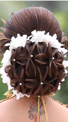 Wedding Hairstyles For Women, Bridal Hairstyle Indian Wedding, Bridal Hair Buns, Curly Wedding Hair, Indian Hairstyles, Hair Garland, Classic Wedding Hair, Best Bridal Makeup, Wedding Hair Inspiration