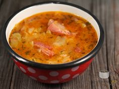 1 kg coaste de porc afumate, 1 varza mica (cca Soup Recipes, Cooking Recipes, Hungarian Recipes, Romanian Recipes, Vegetarian Cabbage, Romanian Food, International Recipes, Soup And Salad, Diy Food