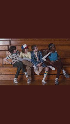 bts of season 1!! Stranger Things Joe Keery, Steve Harrington Stranger Things, Stranger Things Netflix, Green Day, Hogwarts, Random Stuff, Funny Stuff, It Cast, Skate Board