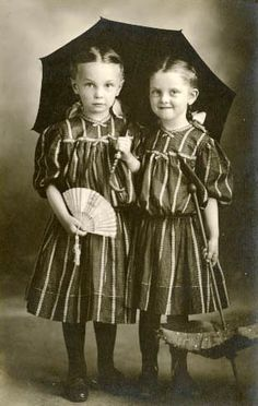 ▫Duets▫ sisters, twins & groups of two in art and photos - vintage pals with umbrella