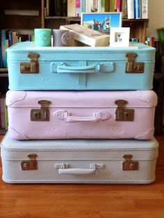 fräulein bekka: Nachttisch selber machen Koffer Old Suitcases, Newborn Pictures, Chalk Paint, Home And Living, Upcycle, Trunks, Recycling, Sweet Home, Diy Projects