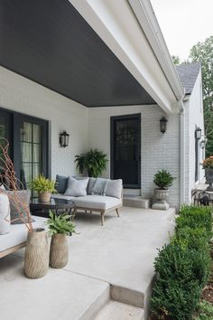 English Cottage — jean stoffer design - 🌟Tante S!fr@ loves this📌🌟Outdoor furniture in a covered patio space. Fall Living Room Decor, Farm House Living Room, House Exterior, Painted Patio, English Cottage, Modern Outdoor Furniture, Outdoor Living Space, Model Living Room Design, Living Room Design Modern