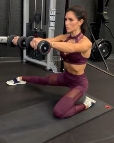 💋WORKOUT💋 - Kneeling Side Lunge Front Raise: each side (you should feel this in your glutes, quads and shoulder. Keep your core… Butt Workout, Gym Workouts, At Home Workouts, Exercise Moves, Alexia Clark, Front Raises, Workout Bauch, Side Lunges, Best Abs