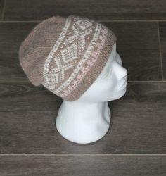 Flott lue i mariusmønster Beanie, Hats, Fashion, Moda, Hat, Fashion Styles, Beanies, Fashion Illustrations, Hipster Hat